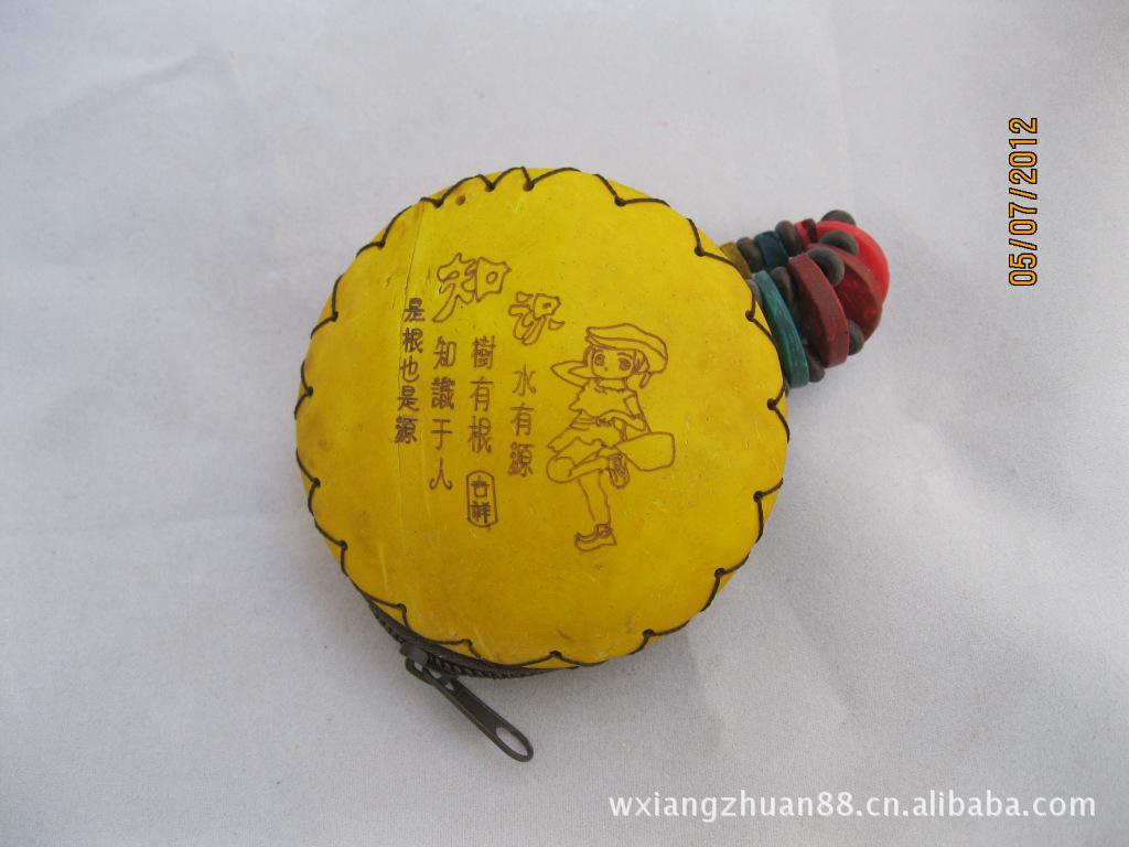 不失雅致.另外,椰雕手链、椰雕腰带,椰雕木偶、椰雕钥匙扣...