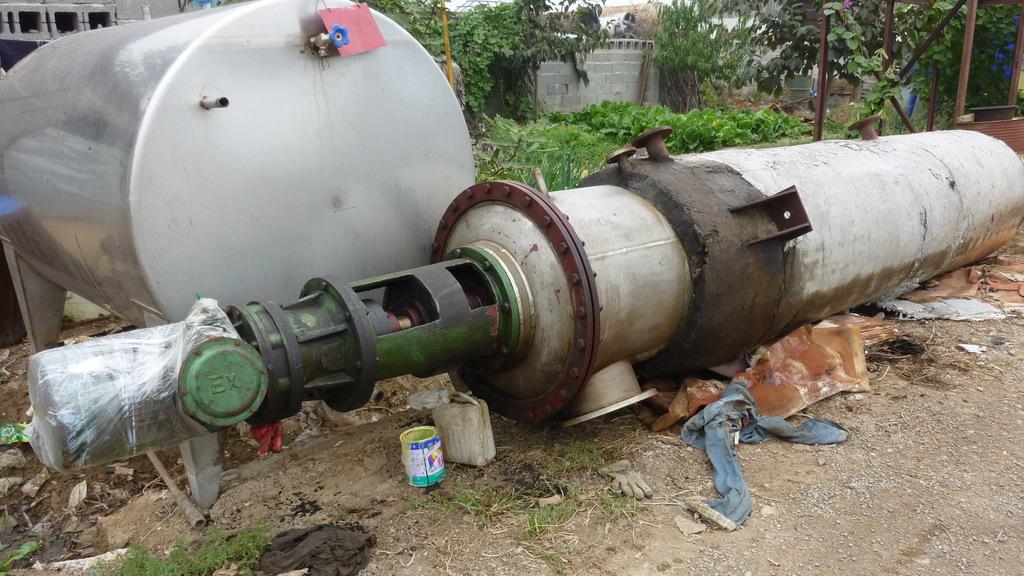 6-8平方薄膜蒸发器两台 全新设备未使用过 国标304材质 可现场测试