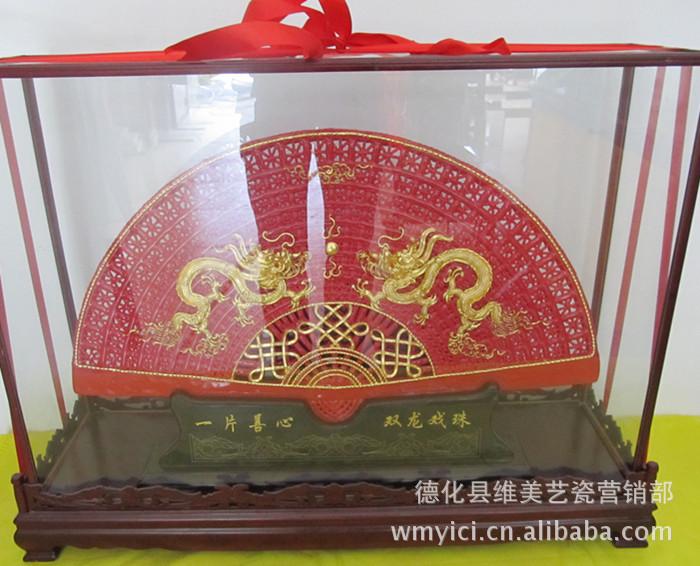 供应漆线雕维美艺瓷德化红瓷瓷扇中国红瓷漆线雕之龙凤呈祥