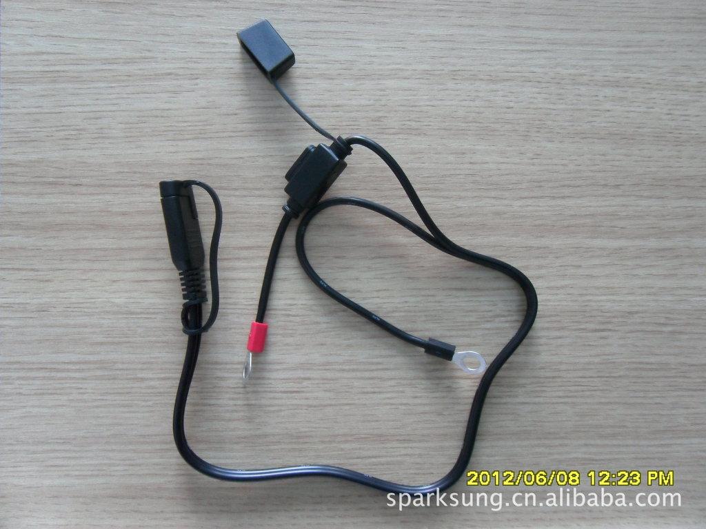 处理非标汽车防水7.5a保险丝连接线图片