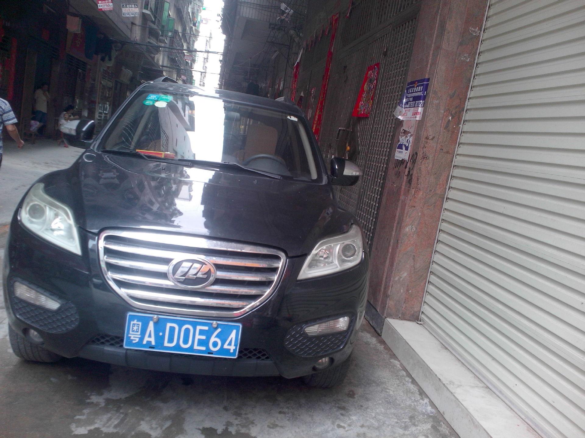 门口大门 被广州粤A.D0E64小车堵了,没办法只