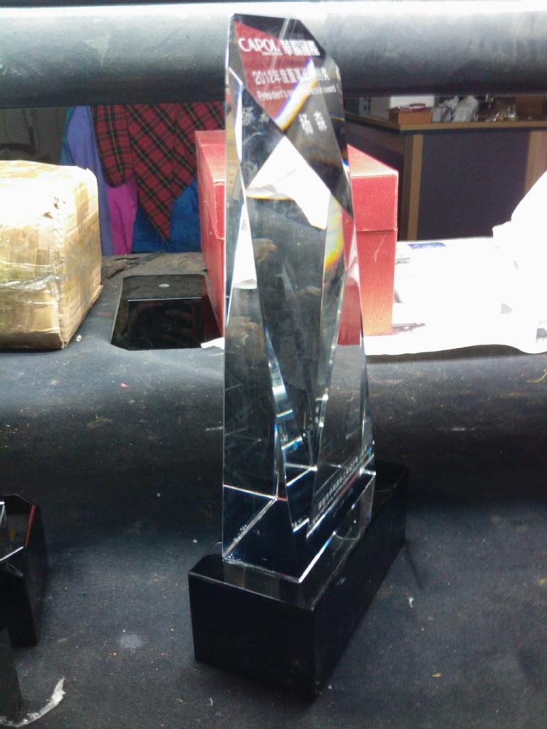 浦江水晶厂家专业制造高档精品白加黑水晶奖杯,水晶工艺礼品