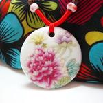 Mặt dây chuyền nữ gốm sứ tinh xảo, thiết kế hình hoa mẫu đơn nổi bật