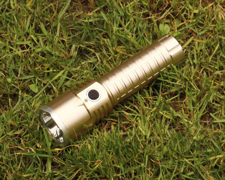 新款***筒CREE-LED,T6定焦白光户外骑行远射防水充电狩猎